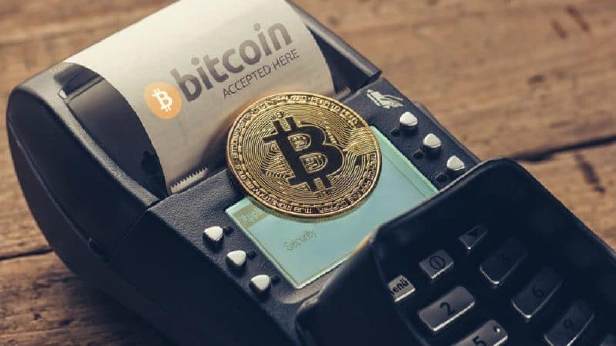 est la crypto-monnaie acceptée dans le commerce