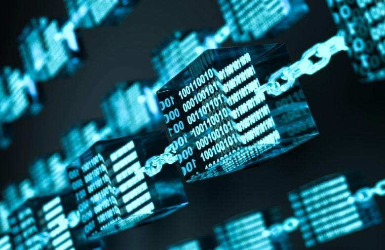 Les blocs contiennent l'ensemble des transactions, et les chaînes lient ces blocs entre eux