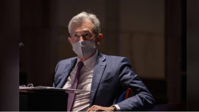 FED president powell avec un masque