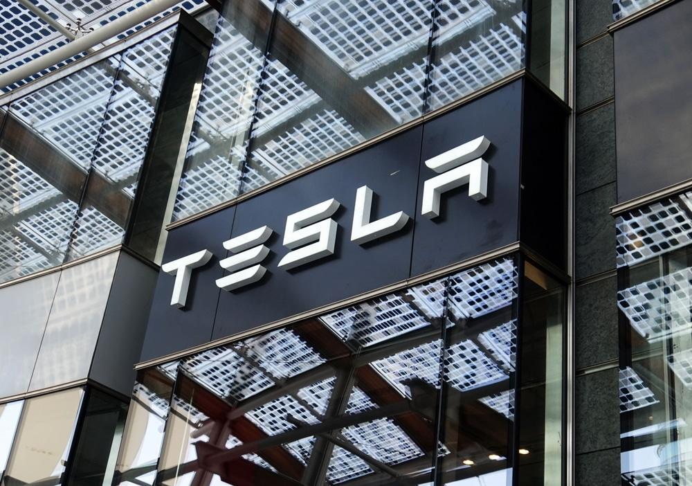 La DeFi et Tesla sont-ils comparables